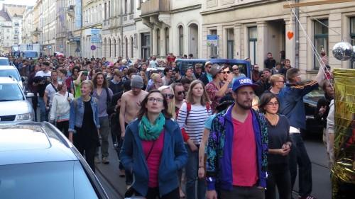 Die Menge tanzte durch Rothenburger und Görlitzer Straße