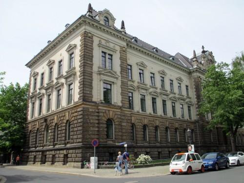 Das Sächsische Staatsministerium der Justiz und für Europa an der Kreuzung Ponto-/Hospitalstraße.