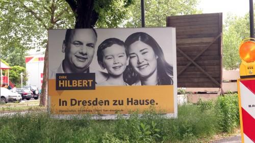 Wahlplakat mit Familie an der Hansastraße.