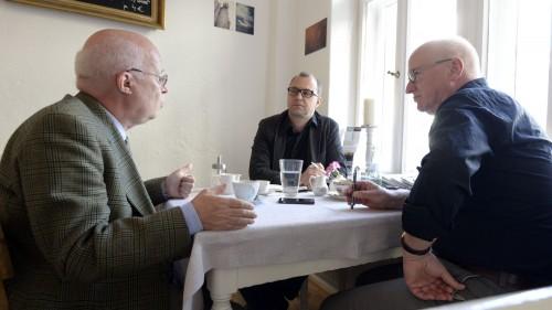 Stefan Vogel im Gespräch mit Jan Frintert und Winfried Schenk - Foto: Dehli-News