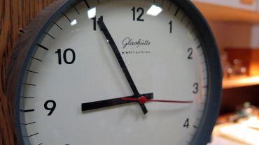 Wenn es so ein schönes altes Stück ist, dann kann sich Jost auch für ein elektronisches Uhrwerk begeistern.