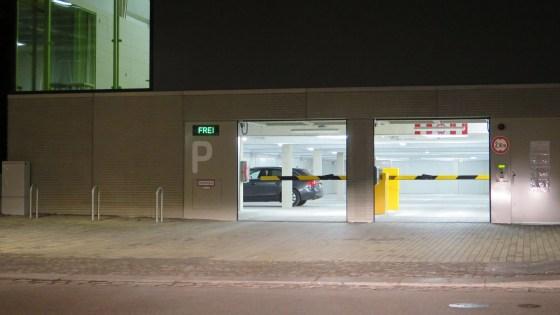Garage unter der Turnhalle ist benutzbar.