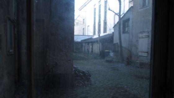 Blick in einen Hinterhof auf der Königstraße, Höhe Nummer 15.