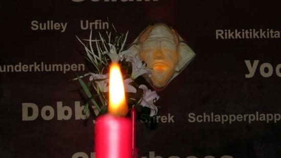 Fantasiefiguren im Kerzenschein