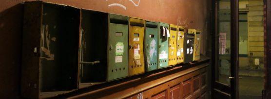 Briefkästen auf der Louisenstraße im Februar 2013
