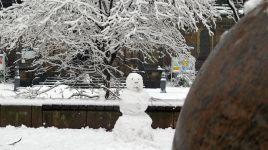 Ruck-Zuck war der erste Schneemann fertig.