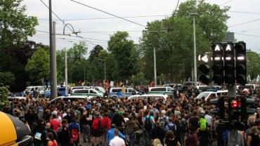 Pegida-Anhänger treffen auf Gegendemonstranten am Alberplatz