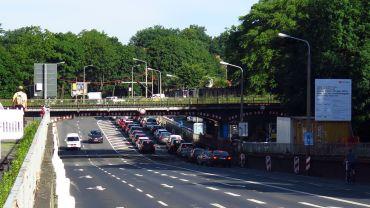 Wird ersetzt - Eisenbahnbrücke über die Stauffenbergallee