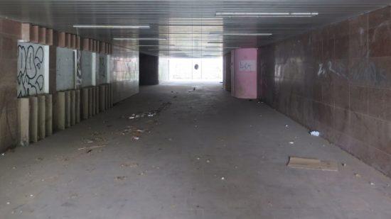 Leer und dreckig - der Tunnel
