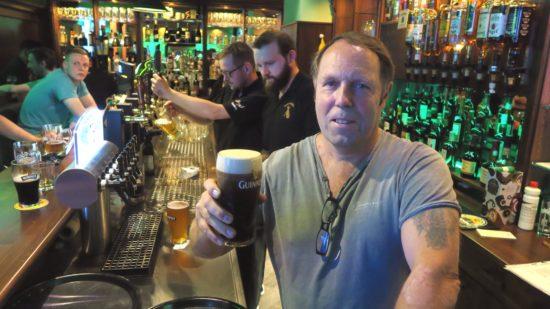 Derek Beath mit irischem Schwarzbier