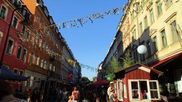 Die Rudolf-Leonhard-Straße am frühen Samstagabend.
