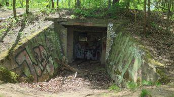 Bevor hier Häuser gebaut werden können, müssen noch militärische Altlasten, wie dieser Bunker beseitigt werden.
