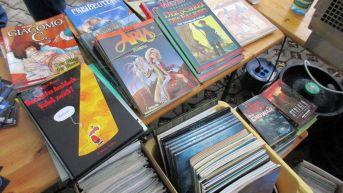 Im Hinterhof konnten Comic-Fans in Reuters Restposten stöbern und Exemplare für einen Euro ergattern.