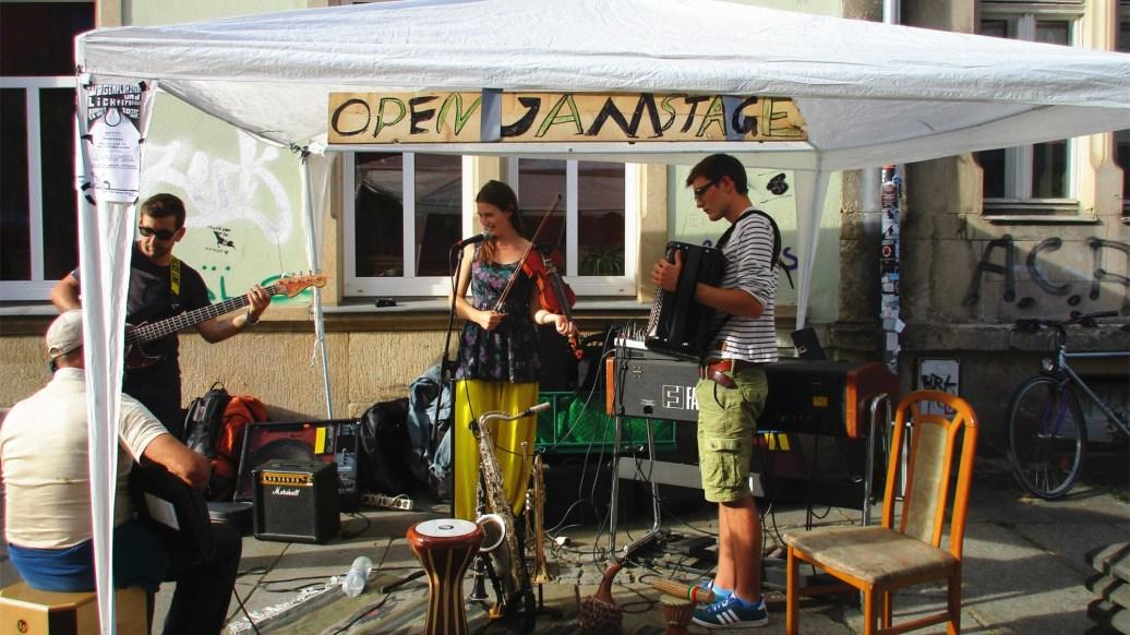 Open Jamstage auf der Fritz-Hofmann-Straße