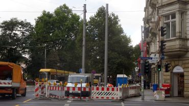 Am Sonntag werden die Drähte umgehängt, dann kann der linke Mast demontiert werden.