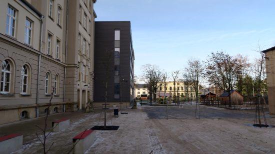Im Hof der Schule ist genug Platz für die aktuelle Situation, aber nicht genug, falls die Schule wachsen soll.
