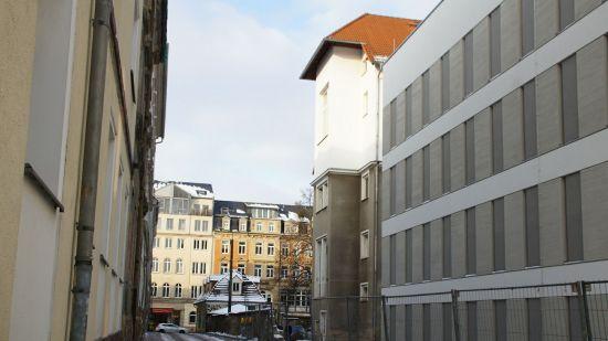 Wolfsgasse mit Blick auf das ehemalige Schwesternhaus, jetzt Parkhaus, des Diako