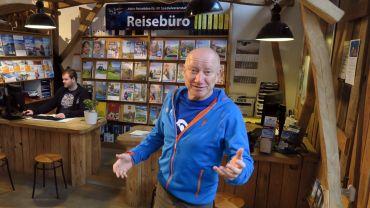 Frank Schulz in seinem Reisebüro auf der Bautzner Straße