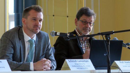Baubürgermeister Raoul Schmidt-Lamontain (Grüne) und Straßenbauamtsleiter Reinhard Koettnitz
