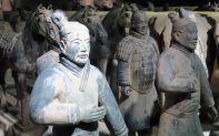 Die Figuren sind bis zu 1,80 Meter groß.