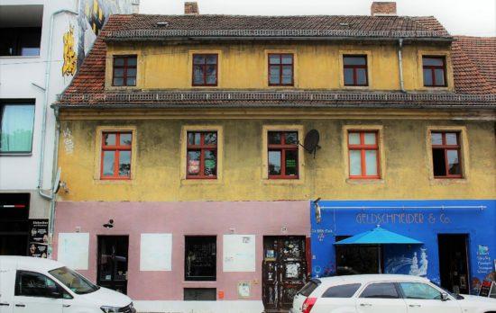 """Im ersten Stock befindet sich das Atelier von Frank K. Richter-Hoffmann. Am Sonntag und Montag macht er mit bei """"Kunst:offen""""."""