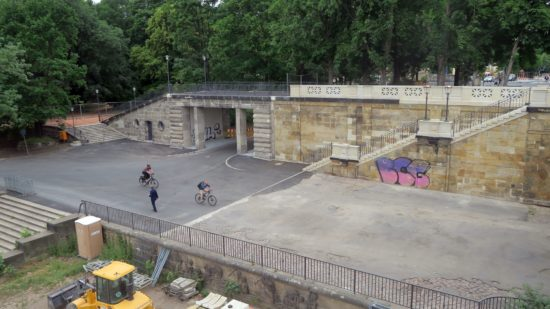 Die Nebenbrücke von der Brücke aus gesehen.