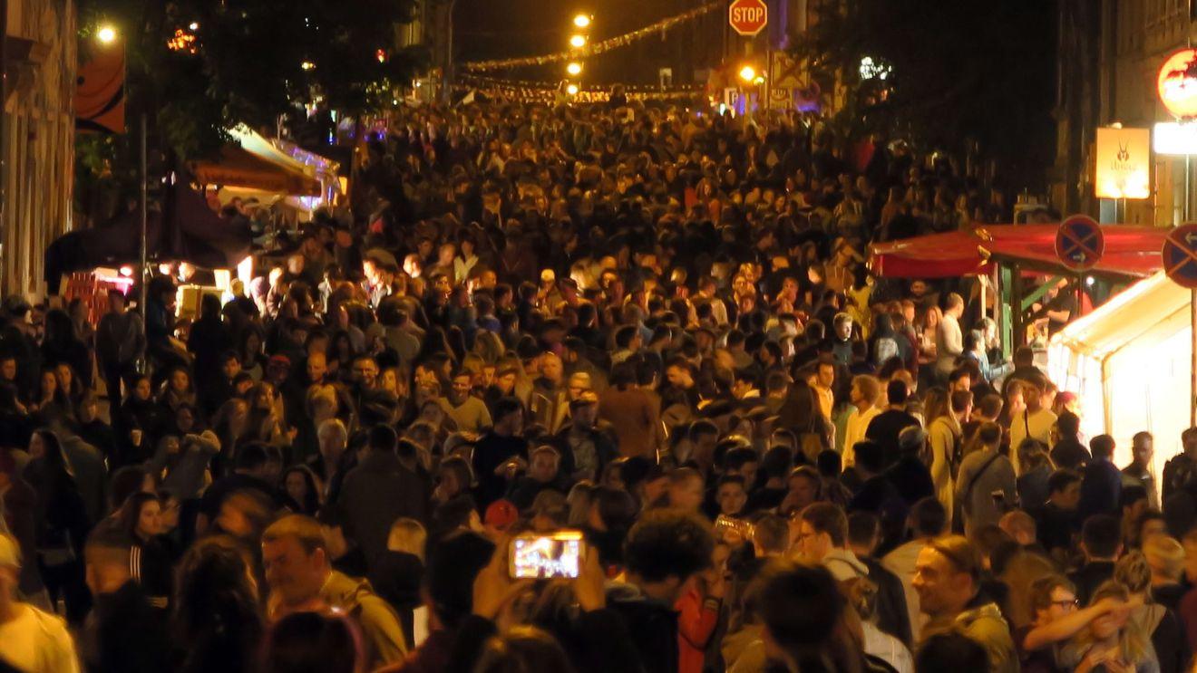 Louisenstraße in der Nacht vom Sonnabend zum Sonntag