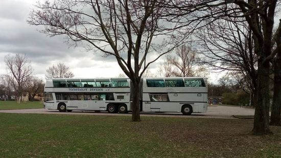 Der Treber-Bus auf dem Alaunplatz. Foto: Archiv/Treberhilfe