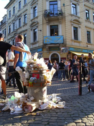 Müllstapeln am sozialen Eck