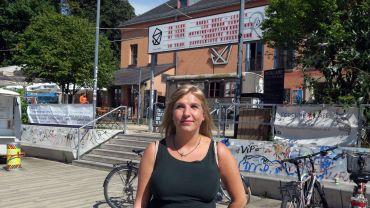 Autorin und Poetry-Slammerin Kaddi Cutz liest vor der Scheune am Freitag.
