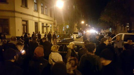 Während der Abschiebung im Hechtviertel kam es zu Protesten. Foto: AvB