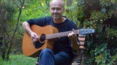 Thomas Knorr mit Gitarre