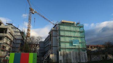 Die aufgestockte alte Fabrik an der Seifhennersdorfer Straße.