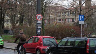 """Tempo 30 vor dem Kinderhaus """"Regenbogen"""""""