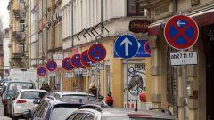 Auf der Louisenstraße soll es lichter und grüner werden, fordert rot-rot-grün