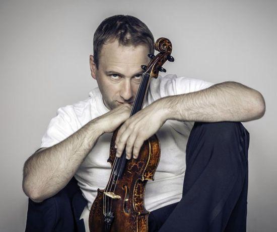 Musikalische Begleitung auf der Violine: Florian Mayer - Foto: Daniela Laske