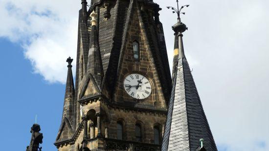 Wird vorgestellt - Turmuhr an der Martin-Luther-Kirche
