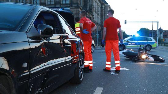 Unfall am Carolaplatz - Foto: Roland Halkasch