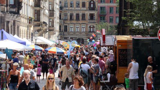 Martin-Luther-Platz zur Mittagsstunde