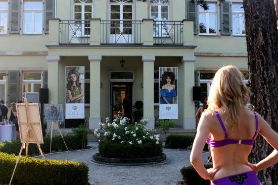 Unterwäsche-Modenschau in der Villa Baumgarten