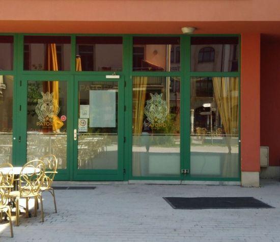 Zoras Patoro Lounge
