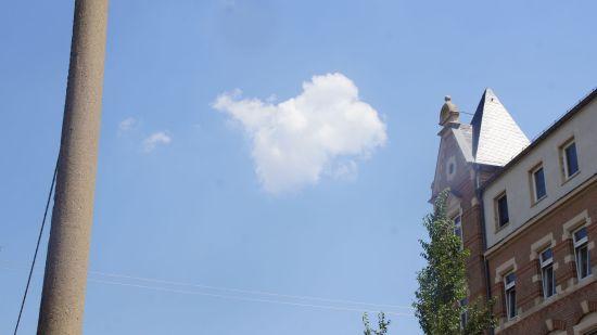 Wolkenschiff über der Friedensstraße