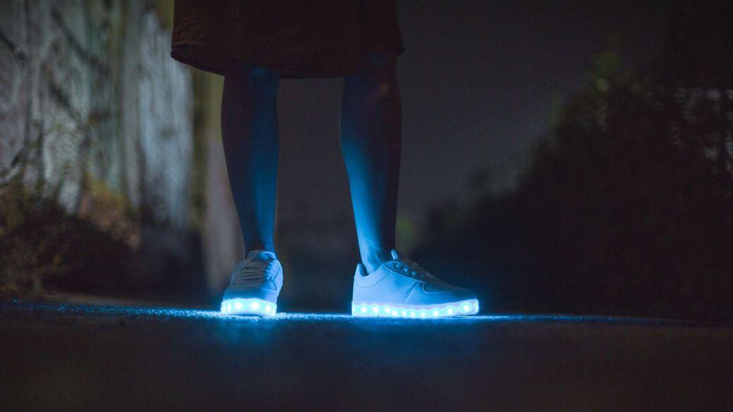 Schuhe mit LEDs dürfen ab heute nicht mehr im Hausmüll entsorgt werden.