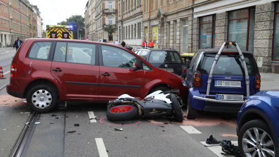 Die Straße wurde für die Unfallaufnahme vorübergehend gesperrt.