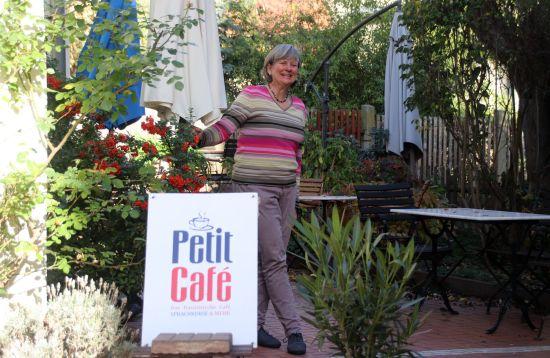 Kleiner Backofen im kleinen Café - petit four dans le petit café