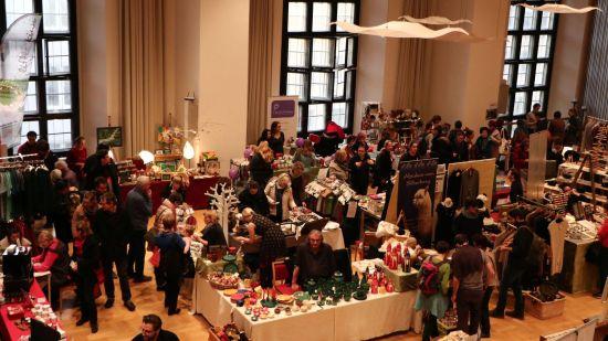 Fairer Weihnachtsmarkt in der Dreikönigskirche an der Hauptstraße - Foto: B2MS GmbH