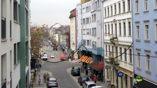 Erste Weihnachtsketten hängen auf Alaun- und Louisenstraße