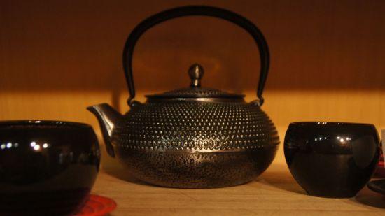 Zuhause wagt Sandra Schulz Experimente und kippt Teereste zusammen - Hauptsache überraschend!