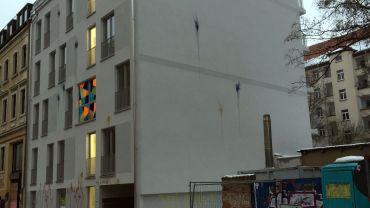 Rudolfstraße 15 mit Farbe attackiert - Foto: Jens R.