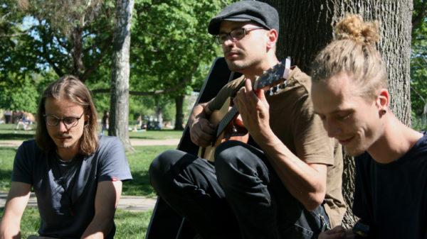 David Lorenz Dave), Michel Koch und Paul Förster sind Teil der Band Kapunobo.